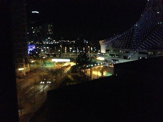 Mantra Southbank Melbourne: view at night