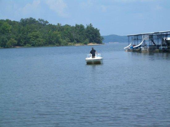 America's Paradise Resort: Bringing the boat in