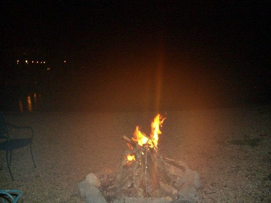 America's Paradise Resort: Campfire on the beach with water view