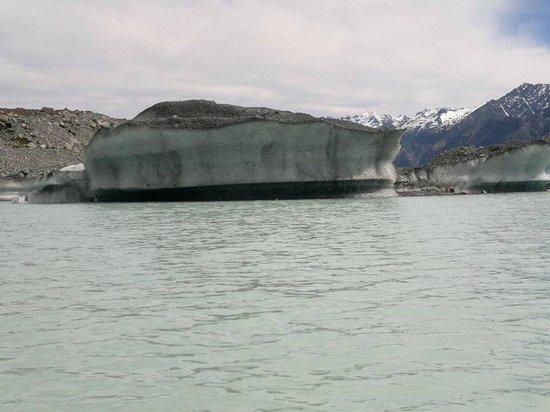 Tasman Glacier: Iceberg!