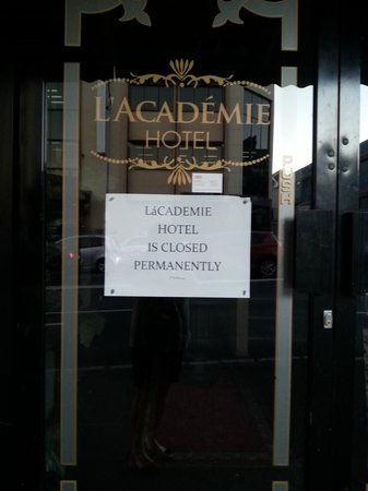 Bonapartes Serviced Apartments : Hotel - closed (Don't expect to get a meal onsite)