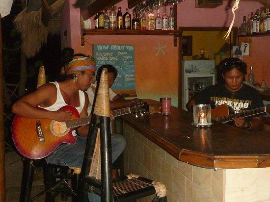 Mirage Sunset Bar: Jamming at the Bar