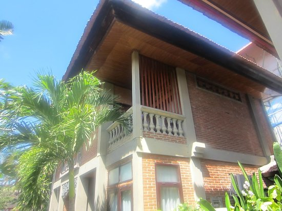 Adi Dharma Cottages: looking up at our room