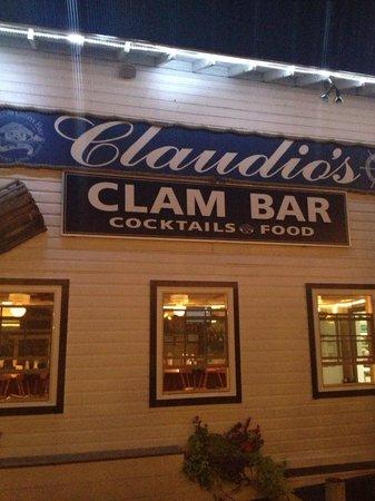 Claudio's Restaurant : clam bar