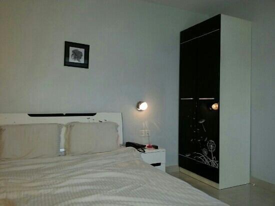 Hotel Malabar Illam : deluxe a/c room