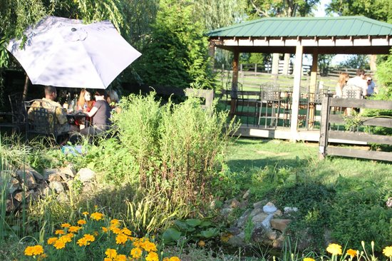 Aspen Dale Winery at the Barn: The grounds