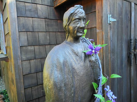 Takaki House : Among the many sculptures in the garden