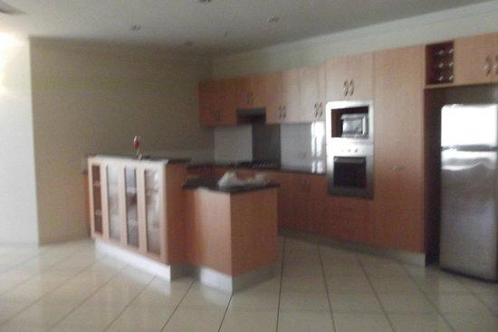 Piermonde Apartments: Kitchen