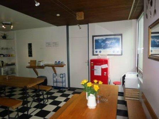 Lucerne Backpackers Hostel : dining area