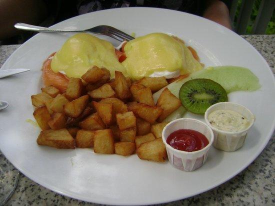 Fine Gueule: poached eggs