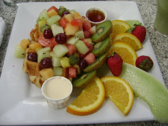 Fine Gueule: seasonal fruits on waffle