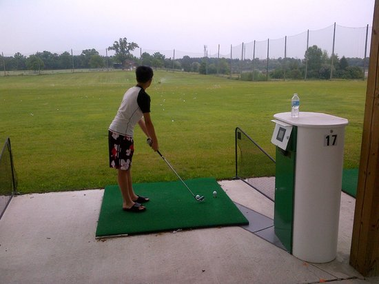 AGT Golf Driving Range: my first tee