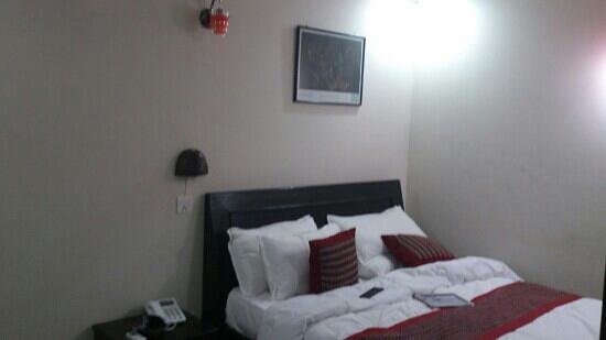 Kathmandu Home Hotel: another view of bed