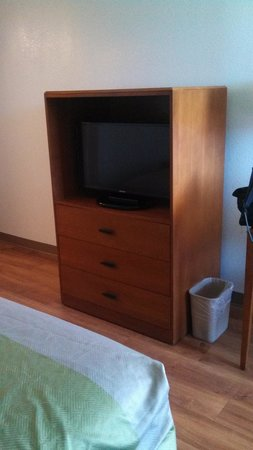 Motel 6 Buffalo Airport : TV