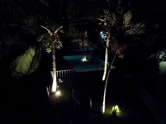 Vista Canyon Inn: Night shot from second floor