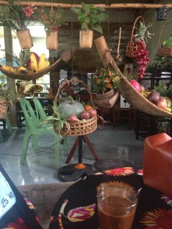 Kungs Cafe: Hanging Garden of joy... & STRONG coffee