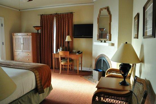 Furnace Creek Inn and Ranch Resort: FC Inn - Deluxe King 2nd Floor