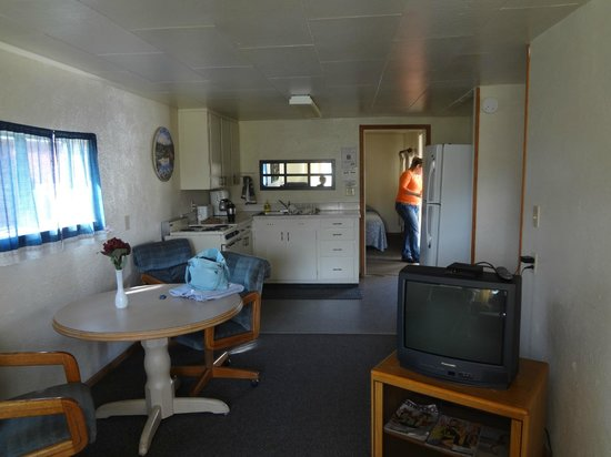 Grayland Motel and Cottages: Interior