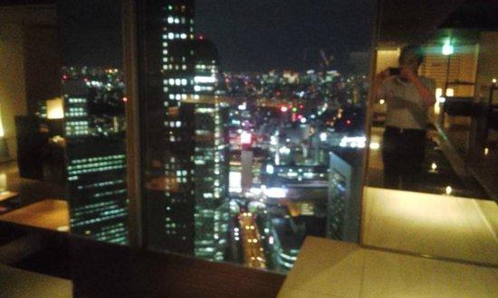 Shinjuku Sumitomo Building: 超高層ビルからの夜景