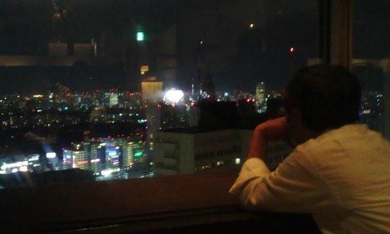 Shinjuku Sumitomo Building: 神宮球場の花火。下に見えま~す