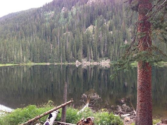Beaver Lake Trail: glistening beaver lake in quiet august afternoon