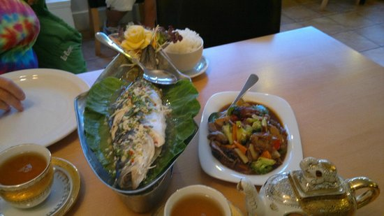 Boonnak Thai Restaurant: Steamed Seabass on a warming boat
