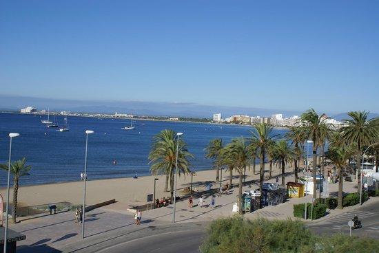 Hotel Marina : The view from our balcony along the Costa Brava coast towards Empuriabrava