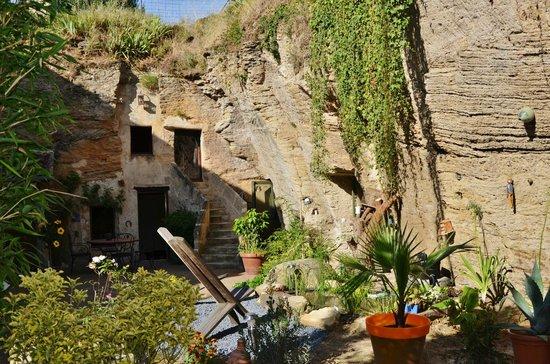 Farfadine & Troglos: Chambres d'hôtes purement troglo