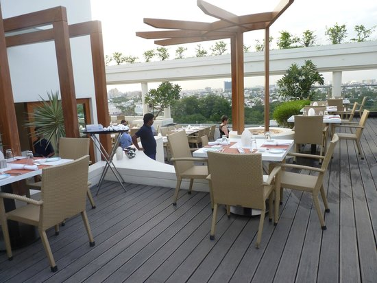 The Raintree Hotel, St.Mary's : rooftop dining
