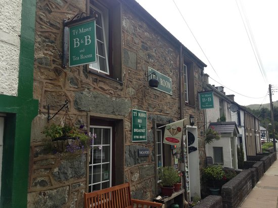Ty Mawr B&B and Tea Room: Outside