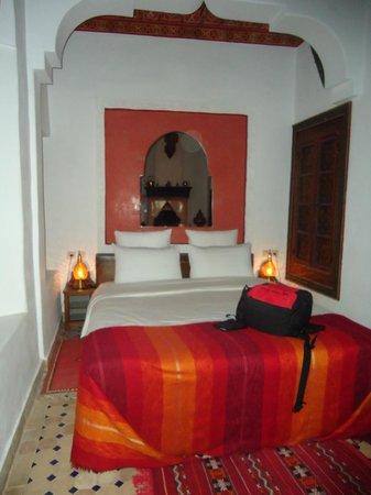 Riad Ghali & SPA: Habitación Magenta con decoración Bereber