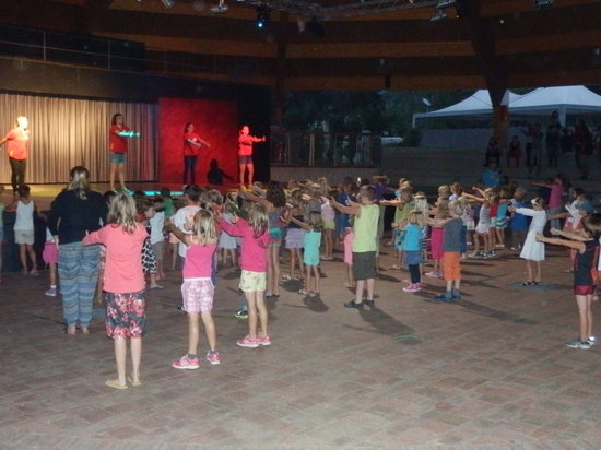 Camping Isolino Villaggio: mini disco (très chouette)