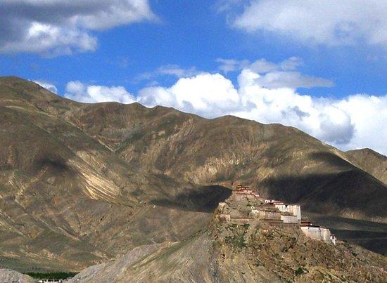 Klosterfestung Dzong: From a distance
