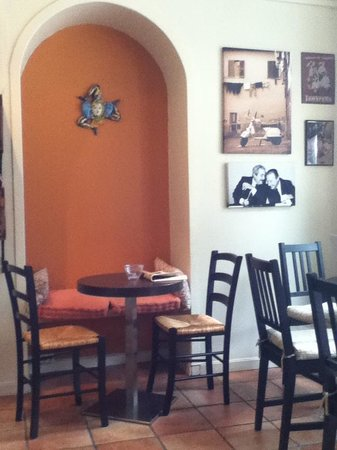 Cafe Piccolo: Nice and warm interior