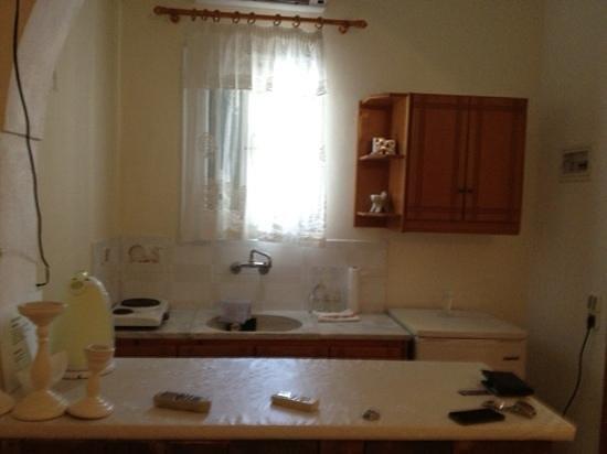 cucina - angolo cottura - Foto di Sunrise Studios, Kamari - TripAdvisor