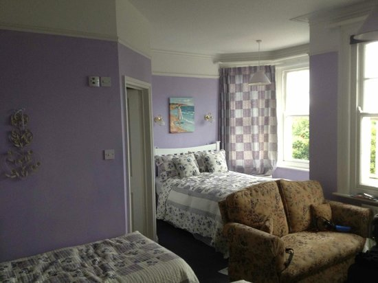 Eve's Bed And Breakfast: Lilac room - le coin des parents
