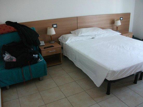 Azzurro Hotel : Camera spaziosa