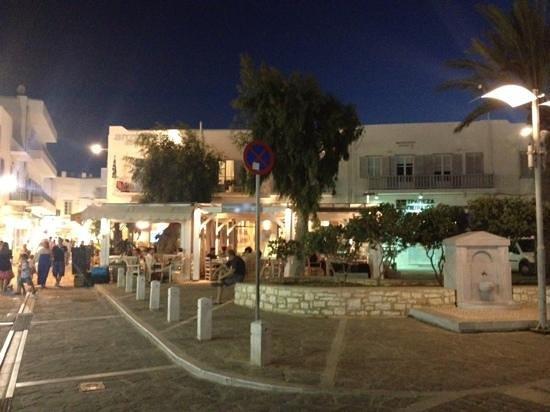Argonauta Hotel : vista dell'hotel dalla piazzetta
