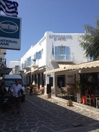 Argonauta Hotel: Vista dell'hotel dalla piazzetta