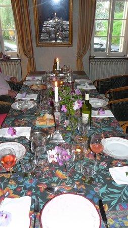 Domaine Mongiron: Die festlich gedeckte Tafel am Abend