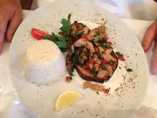 Le Cedre : Chicken with mint and tomatoes on aubergine