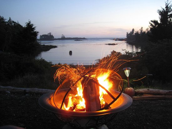 Ocean Dreams Guest Suites: Bonfire for sunset