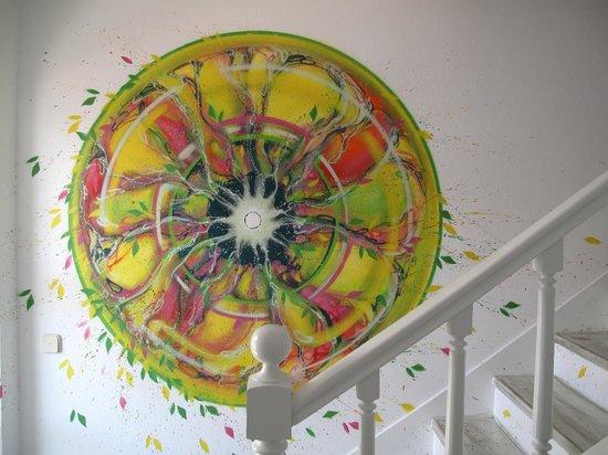 Ljmonade Hostel & Suites : Our lemon painting