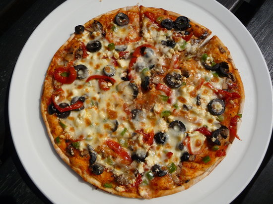 The Skaf'Tin Pizzeria & Take-Away: Medium pizza