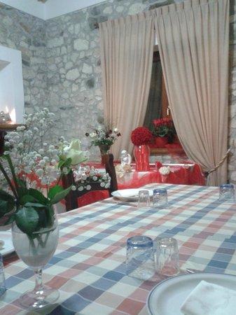Aru Castagnu : Disponibile per feste e ricevimenti, con allestimento dell'angolo per la torta..