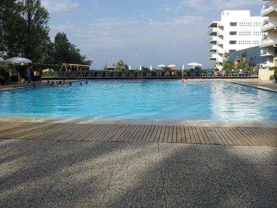 Grand Hotel Berti: La prima piscina
