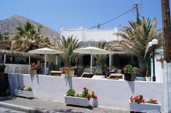 Alesahne Beach Hotel : Front view of Alesahne Hotel