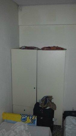 Salmary Apartments: Wardrobe
