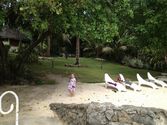 Paradise Cove Resort: gorgeous tropical gardens