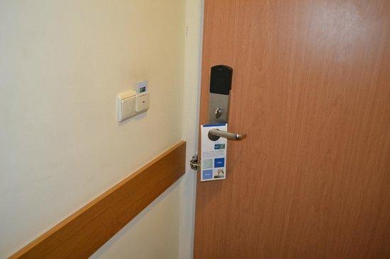 BEST WESTERN Efekt Express Krakow Hotel: Modern card key